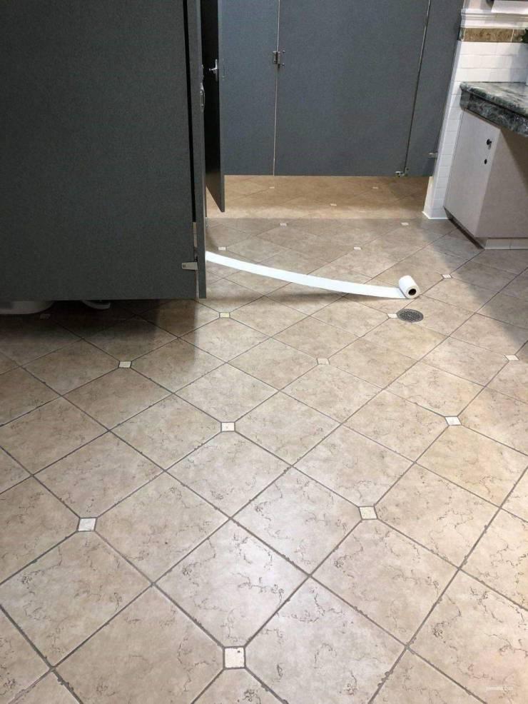 Фейл в общественном туалете