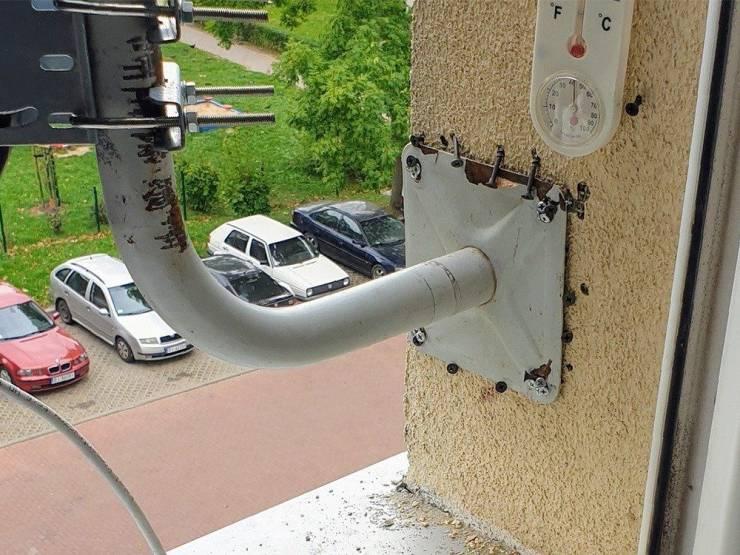 Крепление антенны на стене