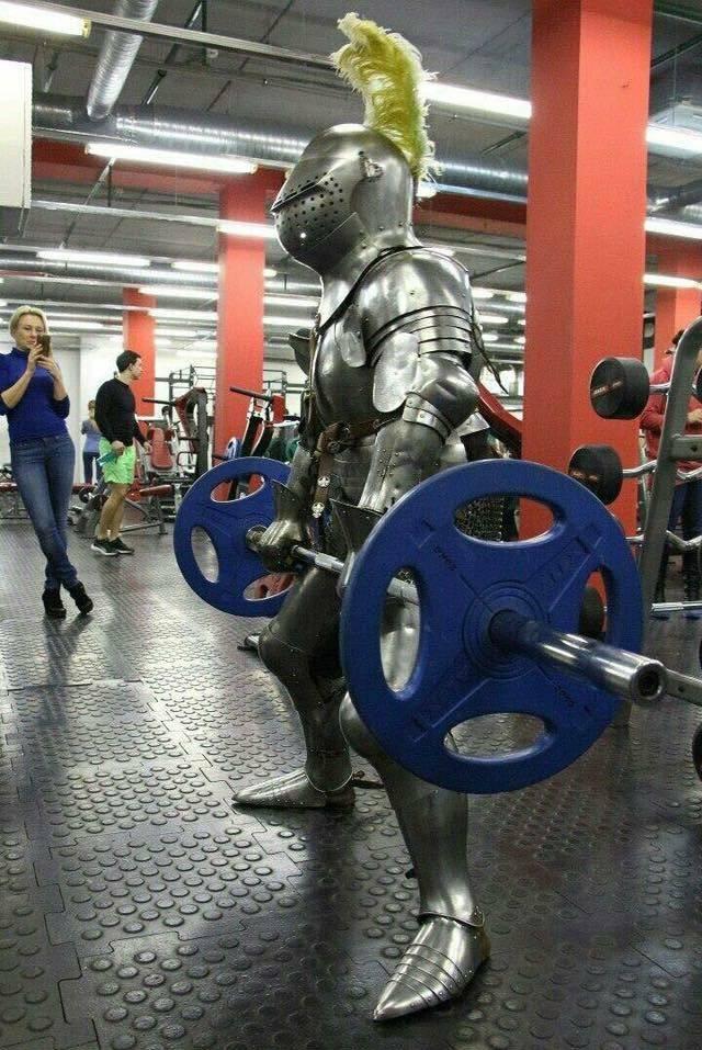 В рыцарской броне в тренажерном зале