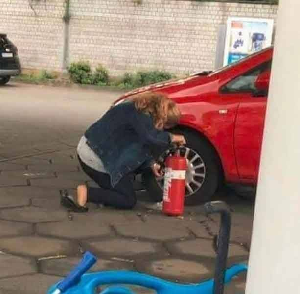 Подкачать колесо на машине