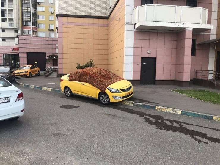 Накрыл машину ковром