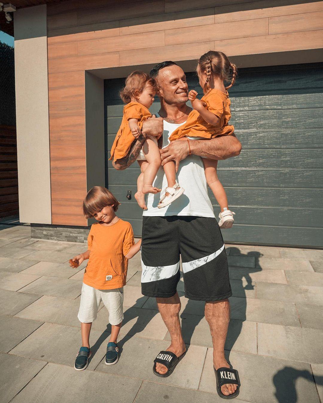 Дмитрий Стужук с детьми