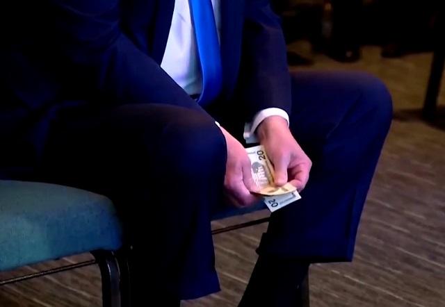 Дональд Трамп считает деньги