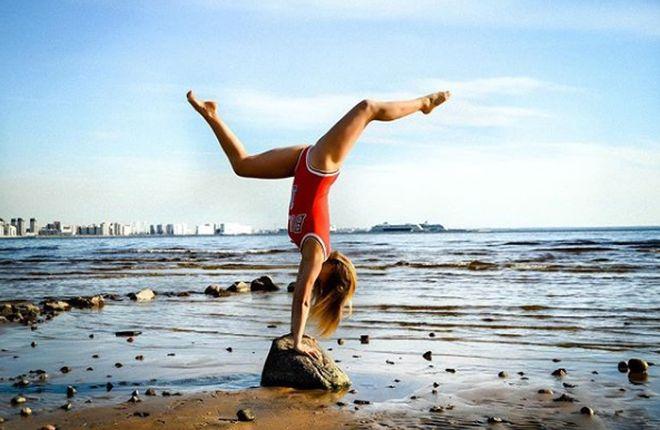 Алена Кулакова — член сборной по спортивной акробатике забеременела и продает места крестных родителей за iPhone (16 фото)