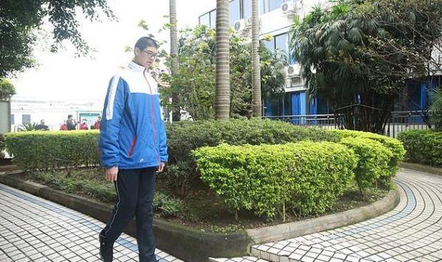 Рен Кей гуляет на улице