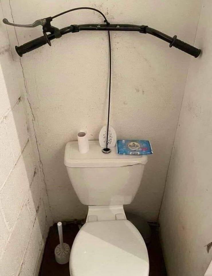 Руль в туалете
