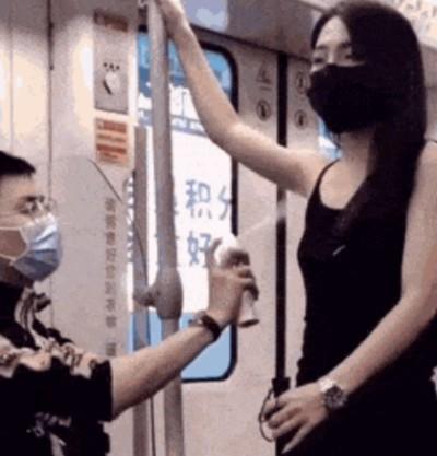 Запах пота в метро