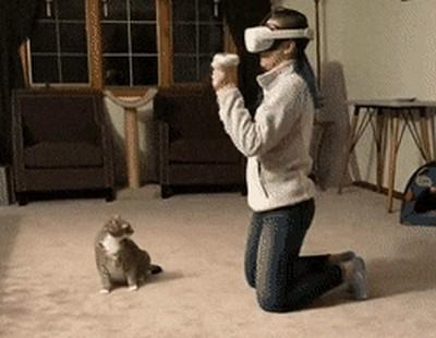 Девушка в виртуальной реальности