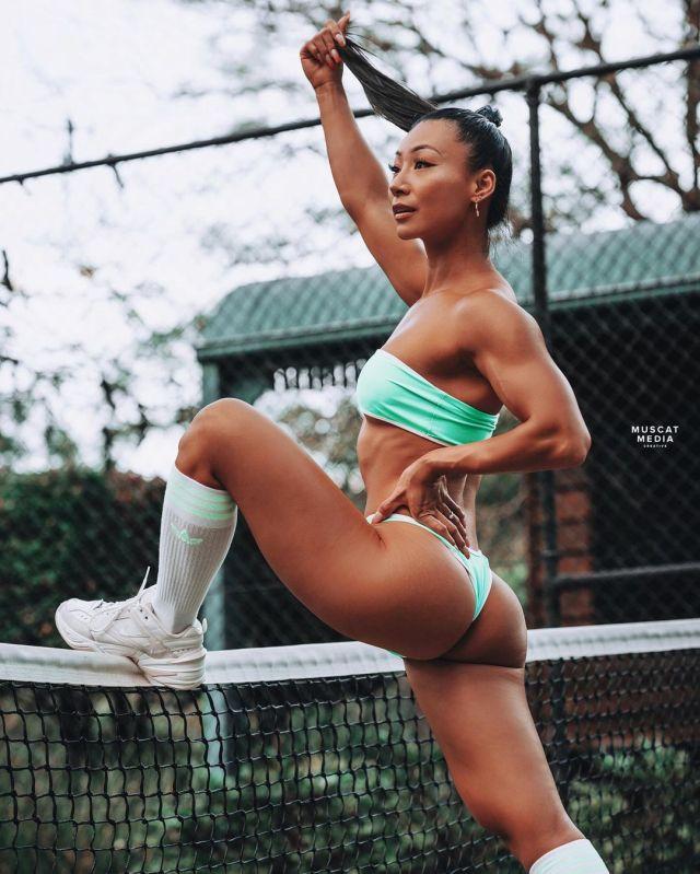 Мэг Кимура на теннисном корте