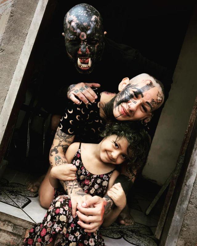 Орк с ребенком и подругой