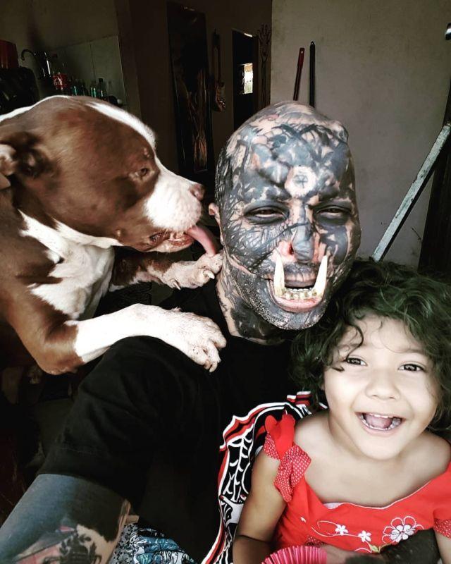 Орк с ребенком и собакой