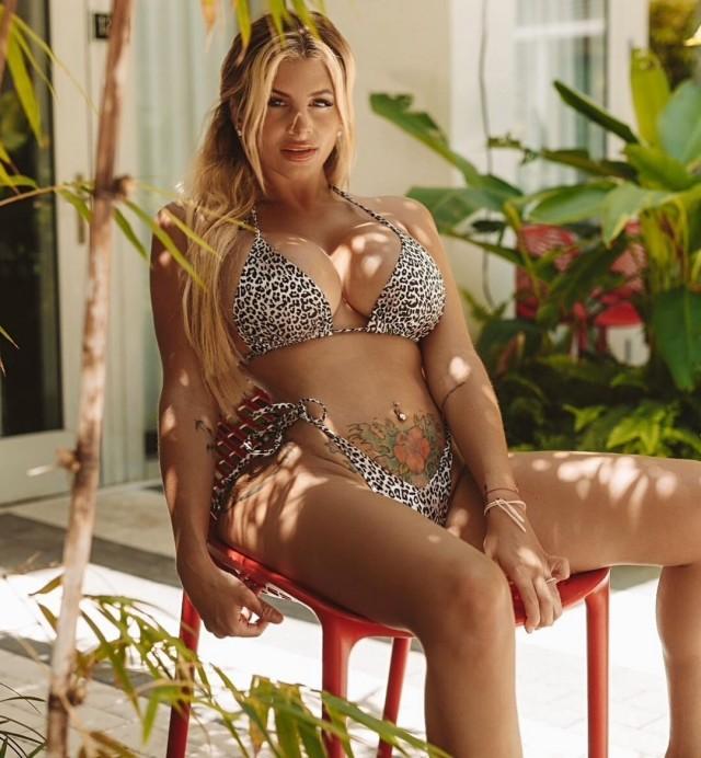 Нейлин Эшли в леопардовом бикини