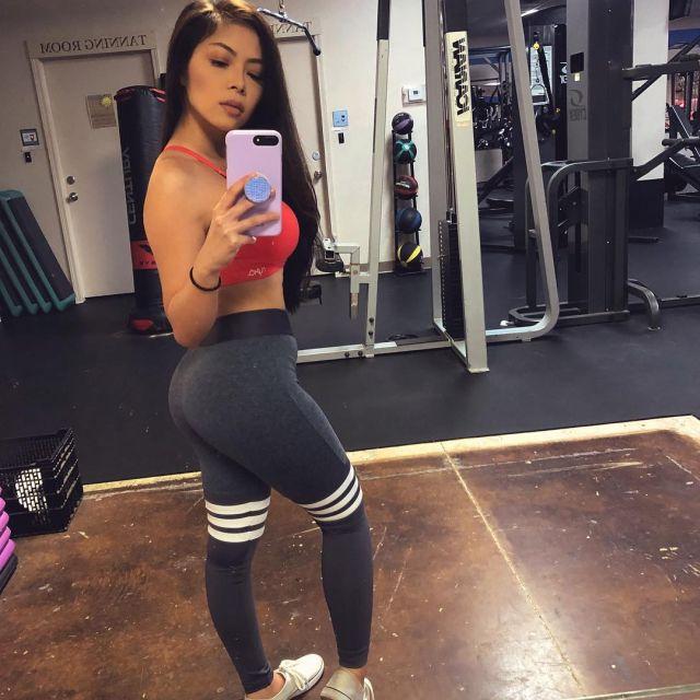 Кристин Мэй в спортзале