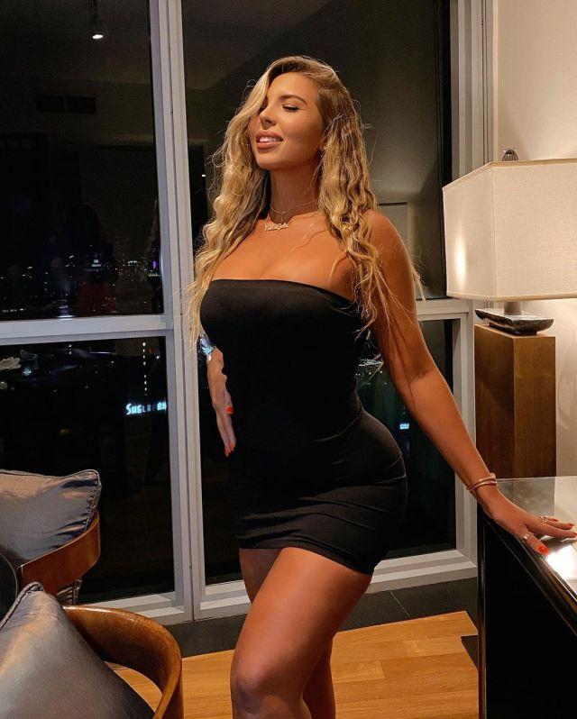 Наталия Гариботто в черном платье