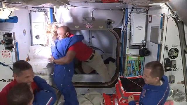 Экипаж Crew Dragon на МКС