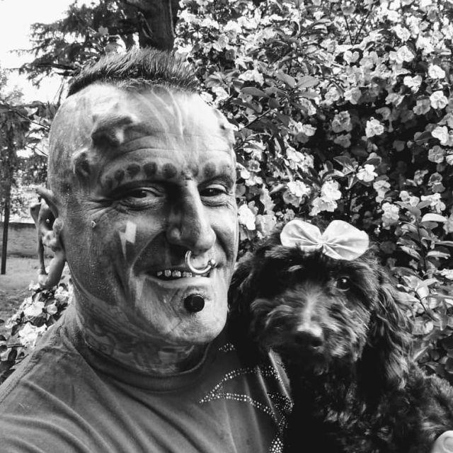 Виктор Уго Перальта Родригес с собакой