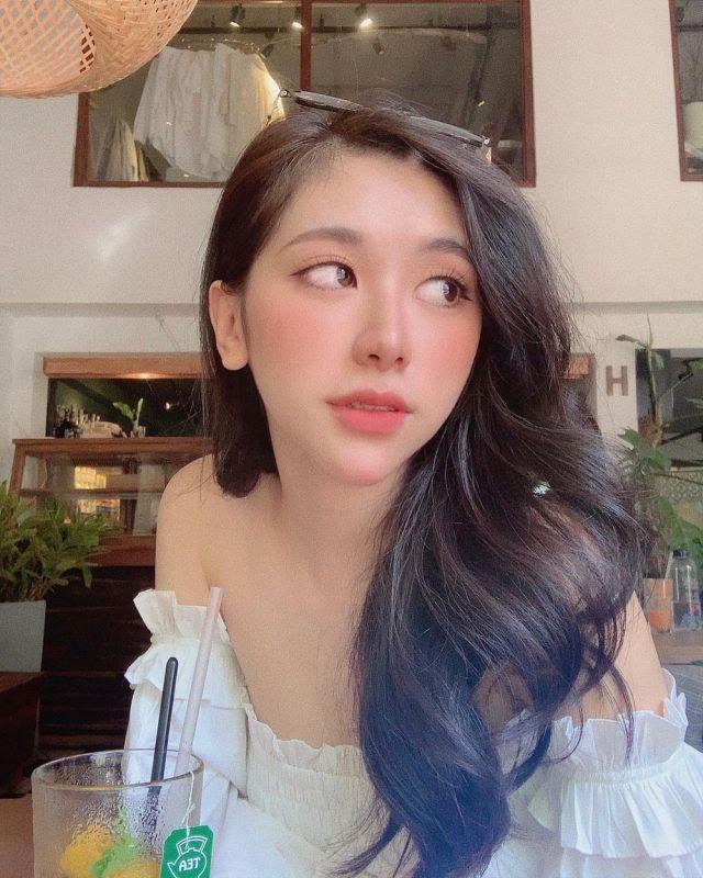 Нгуен Туонг Ви в кафе