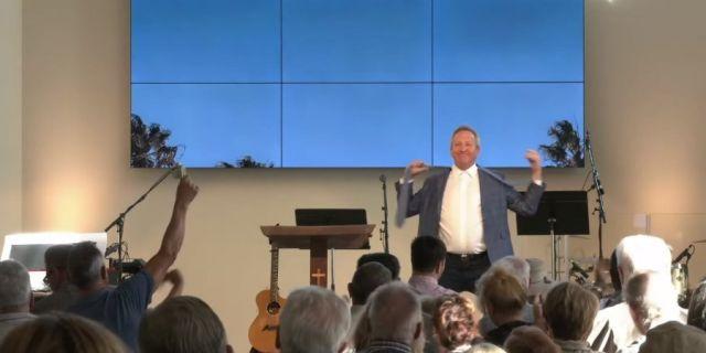 Проповедник танцует