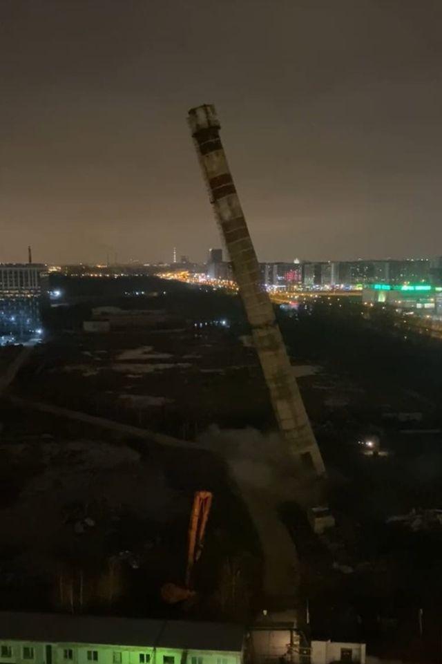 Падающая труба в Санкт-Петербурге