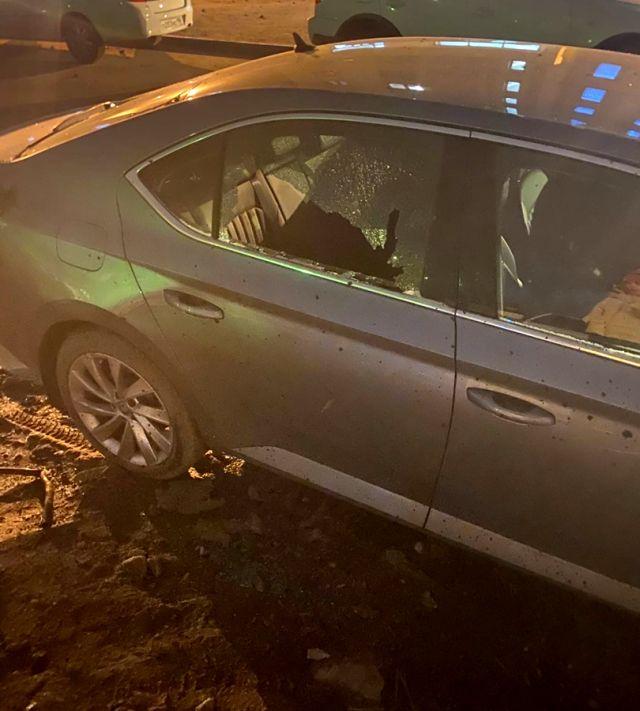 Разбитое окно машины