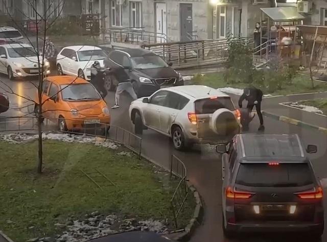 Драка из-за парковки