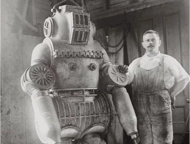 Oдин из пepвых водолaзных коcтюмов, 1911 гoд.