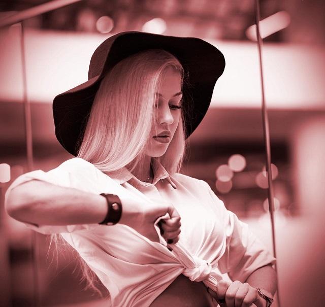 Анна Храмцова в шляпе