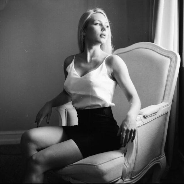 Анна Храмцова в кресле