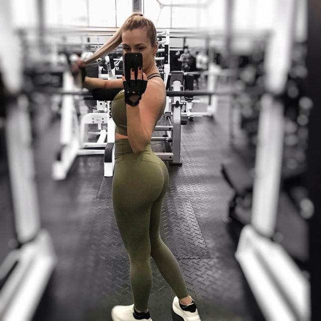 Анна Храмцова в спортзале