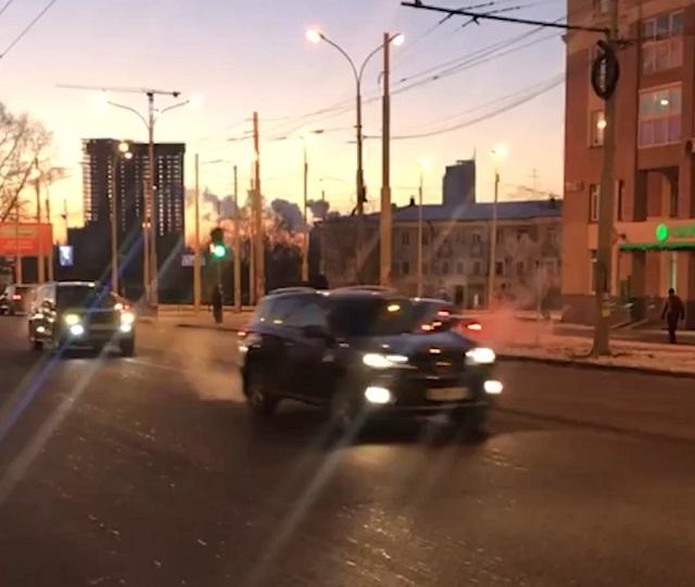 Мужчина поджег свою машину в Екатеринбурге