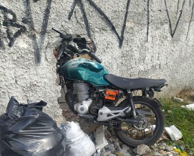 Мотоцикл в стене