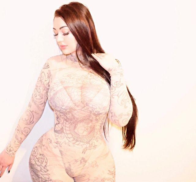 Николь Ипполито в белом бикини