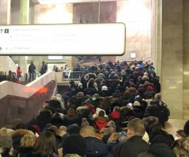 Толпа в московском метро