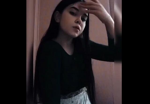 Девушка снимает бодипозитивные ролики