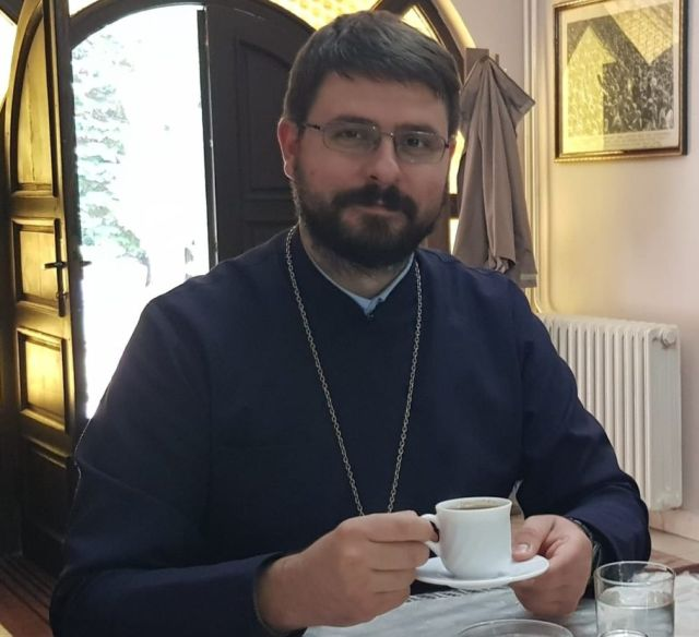 настоятель храма Антоний Скрынников.