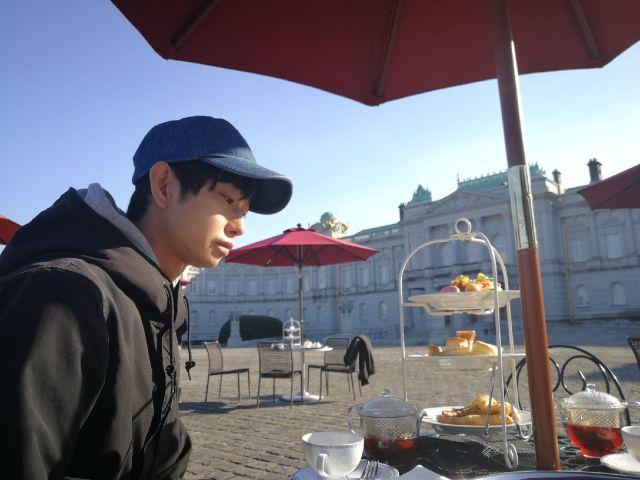 Сёдзи Моримото покупает еду