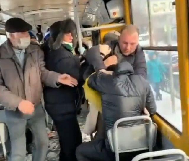 Драка в трамвае