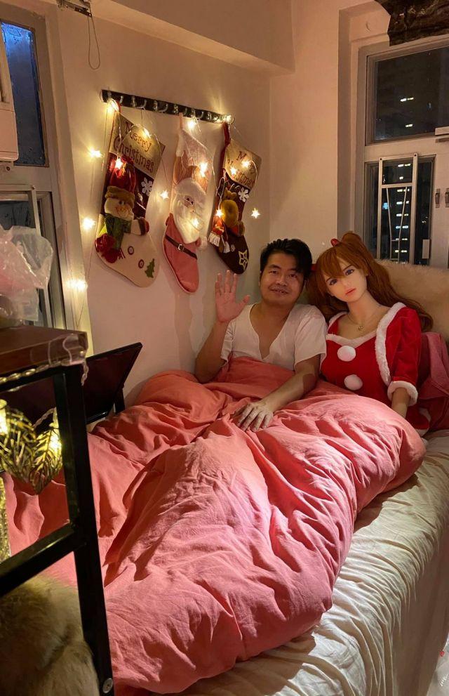 Се Тяньронг встречает новый год с куклой