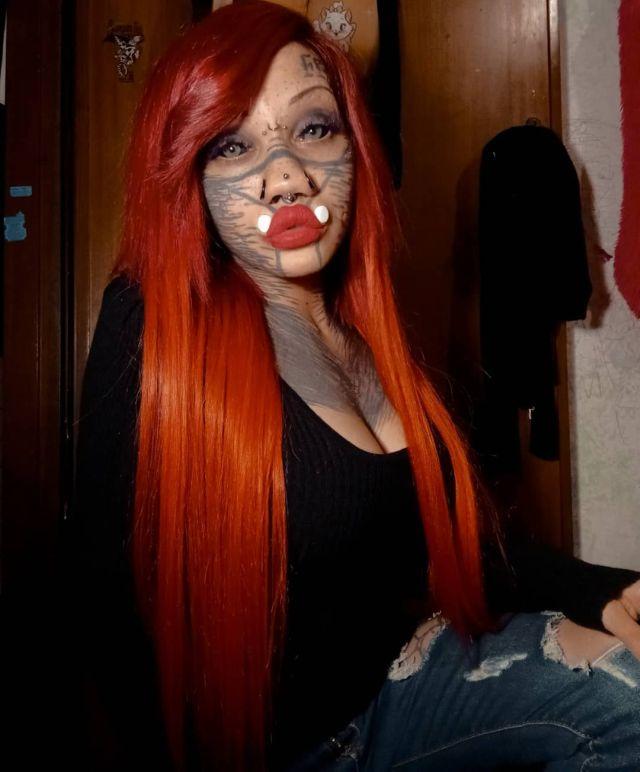 Айдин Мод с рыжими волосами