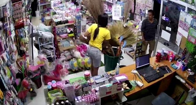 Насильник в магазине