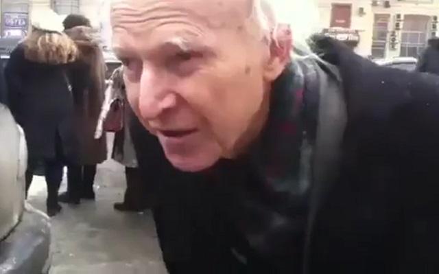 Дед на митинге