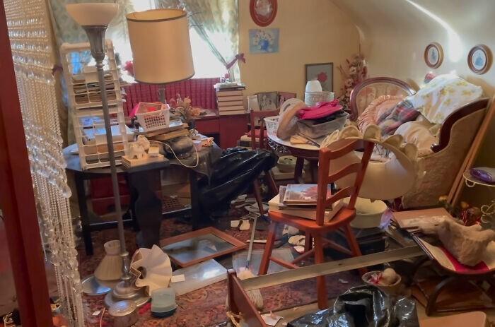 Мужчина купил дом бывшей учительницы и нашел там настоящие сокровища (16 фото)