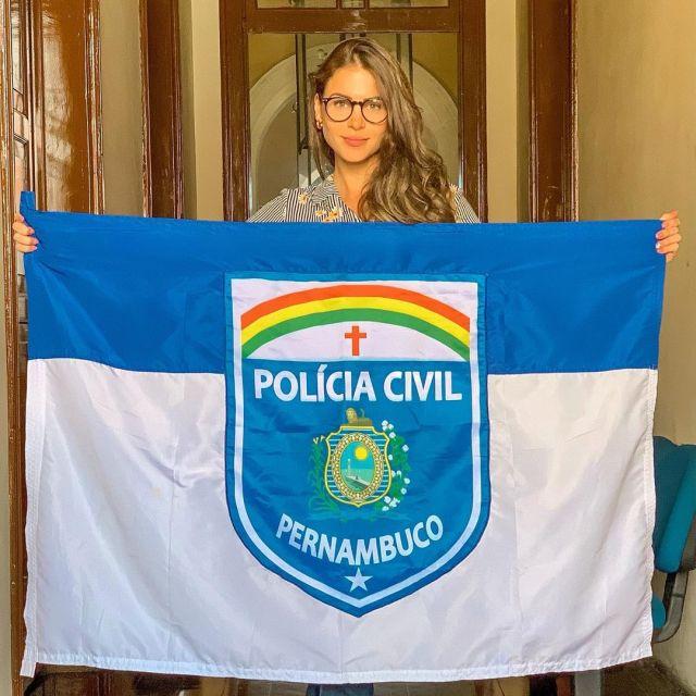 Габриэла Куэйроз с флагом