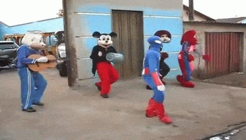 Танцы в костюмах
