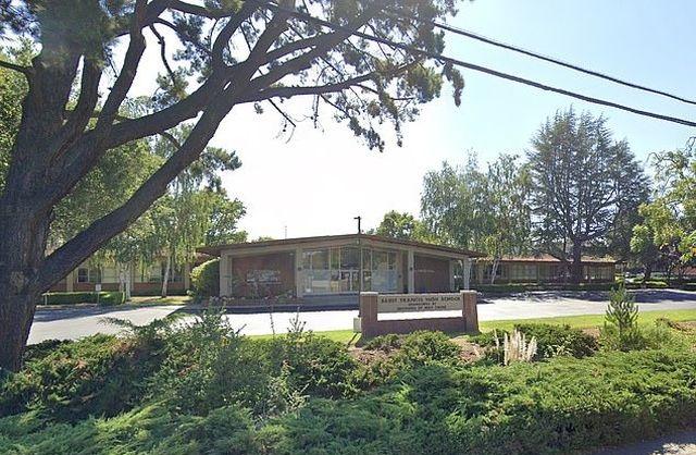 Школа Святого Франциска в Маунтин-Вью