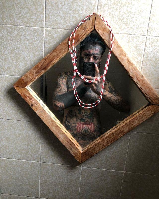 Маурисио Мандоза с голым торсом