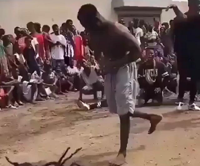 африканец танцует брейк-данс