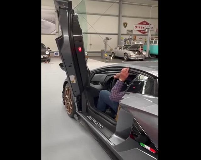 мужчина в Lamborghini