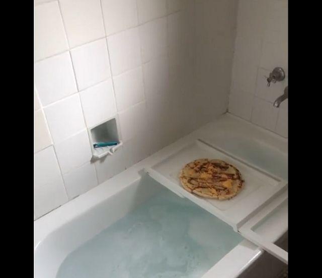 пицца в ванной