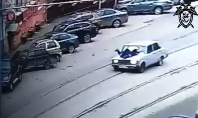 Школьник из Нижнего Новгорода прокатил полицейского на капоте